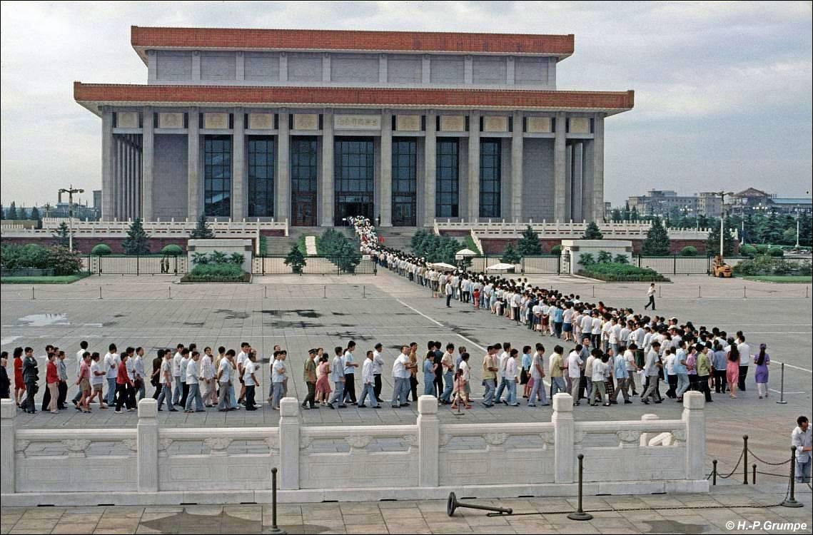 Очередь в мавзолей Мао Цзэдуна в Пекине