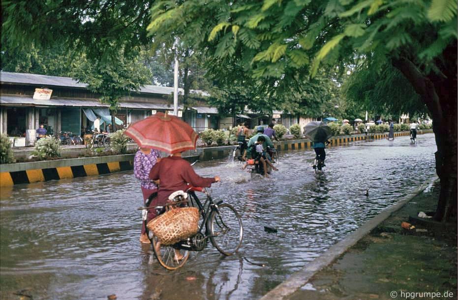 Myitkyina Myanmar  city photos : Morgens gab es ein heftiges Tropengewitter. Die Straßen waren ...
