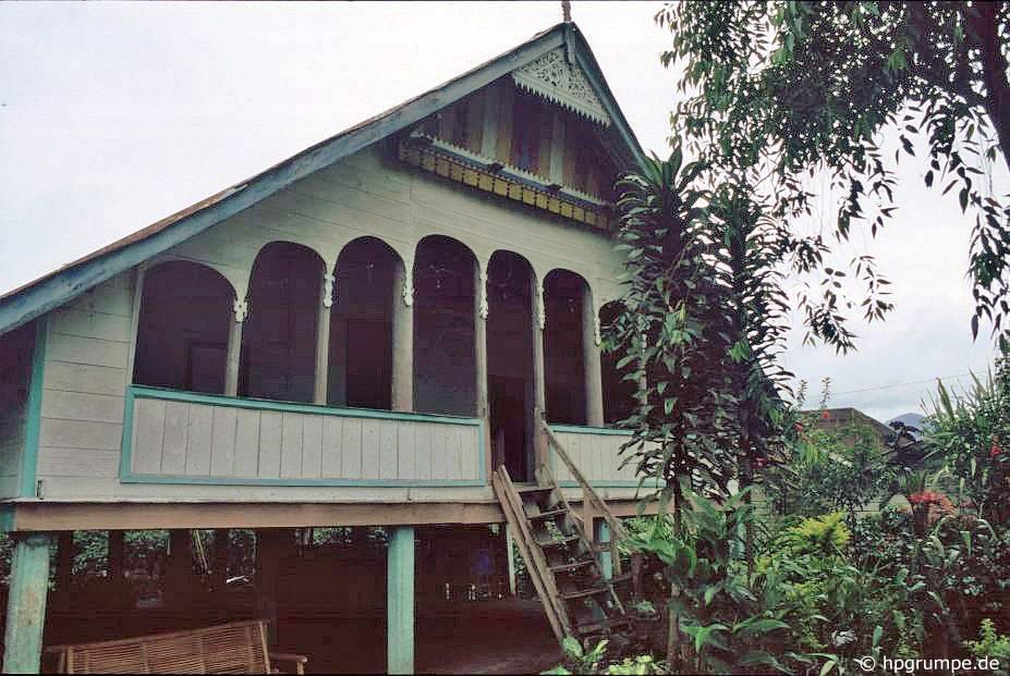 Sumatra 15 fahrt durch die gayo berge zum gunung leuser for Traditionelles haus bali
